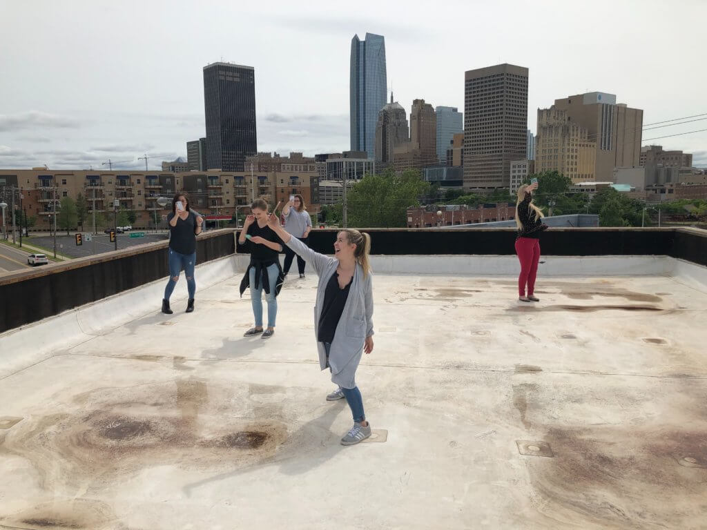 how to take pictures of yourself- girls standing on rooftop taking selfies
